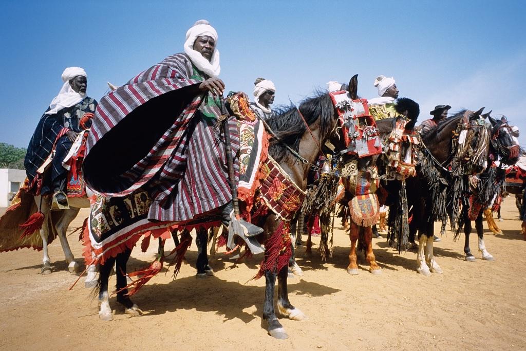 Enthronement of the king of Bariba. The traditional Gaani festival. The horsemen. Intronisation du roi des Bariba. La fête traditionnelle de la Gaani. Les cavaliers.